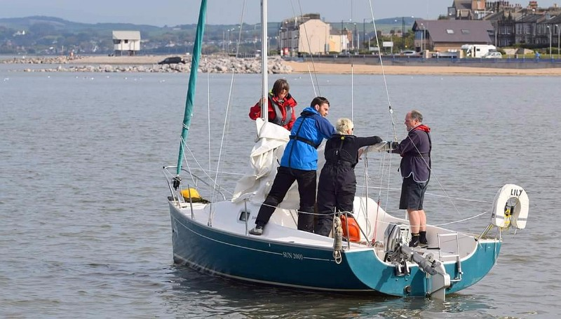 Lunchtime-on-Sailing-Course
